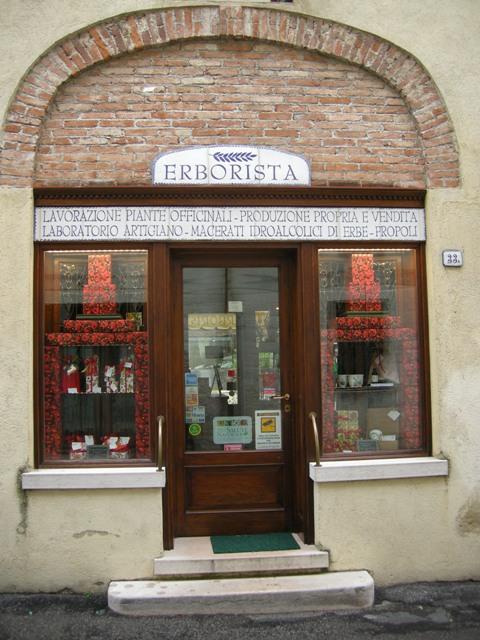 internet_-_lingresso_della_erboristeria_-_DSCN9734