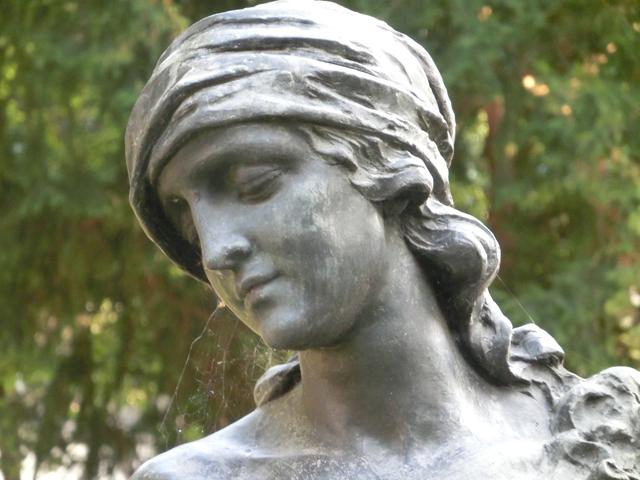 bassano_-_giardino_parolini_-_monumento_al_Vaccari_-_640_x_-_il_volto__-_CIMG0169