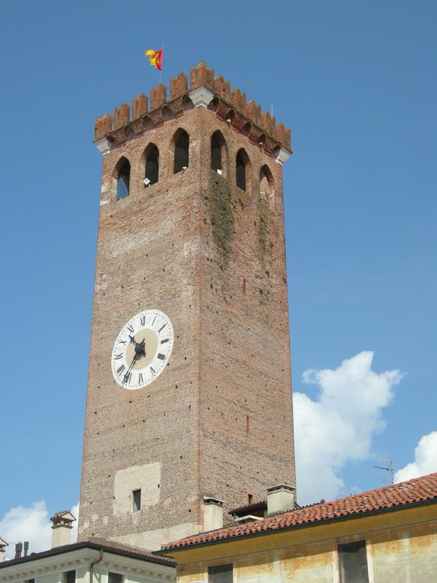 001_-__internet_-_torre_civica_dal_mercato_con_cielo_azzurro_-_DSCN0905