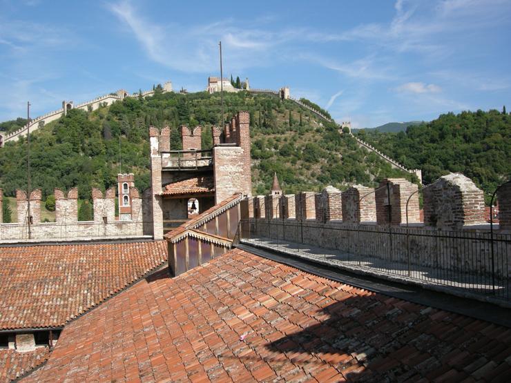 OK_-_CAMMINO_DI_RONDA_-_005_-_visione_parte_di_cammino_di_ronda_e_parte_della_cinta_muraria_dal_castello_superiore_-__DSCN9806