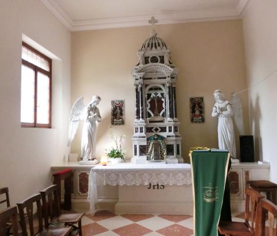 001-pove_cappella_del_sacramento_con_ciborio_antico_CIMG0531