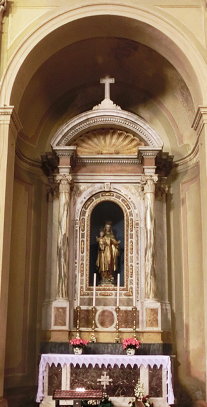 002F_-_NAVATA_-_A_SX_-_540_x_813_altare_della_madonna_del_carmine_in_cartapesta_dorata__di_lione-_CIMG3537