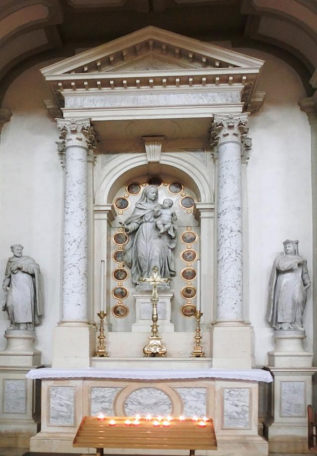 ALTARE_SUD_-_02_-_LALTARE_DEL_SANTO_ROSARIO_-__2_a_sud_statua_con_bambino_e_misteri_del_rosario__CIMG4390