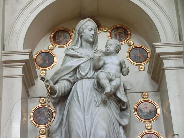 altare_sud_-_02BIS_-OK_DA_SOLA_-_statua_madonna_dettaglio_CIMG4421