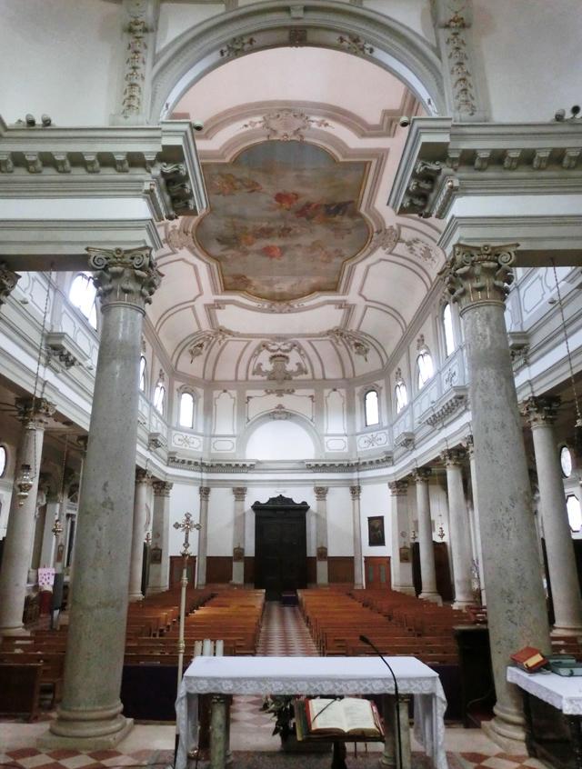 interno_chiesa_da_altare_maggiore_640xn-_CIMG4408
