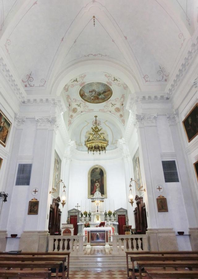 069_-__interno_chiesa_640-_visione_del_presbiterio_absidato_-_CIMG5946