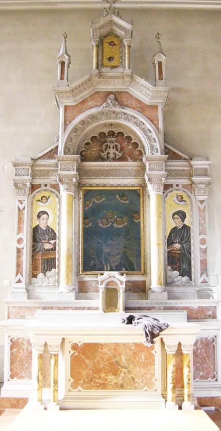 ok_-_interno_-_altare_parete_nord_altro_altare_con_suore_