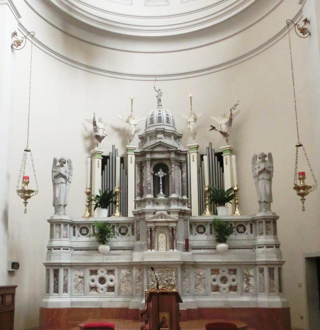 interno_-_presbiterio_-_1a_-_altare_maggiore_-_640x660_-_ALTARE_MAGGIORECIMG6529