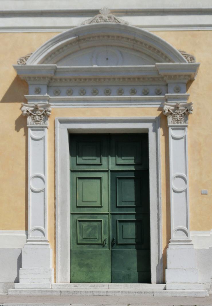 romano_dezz_-_chiesa_-_740X_-_porta_principale_-_CIMG6870