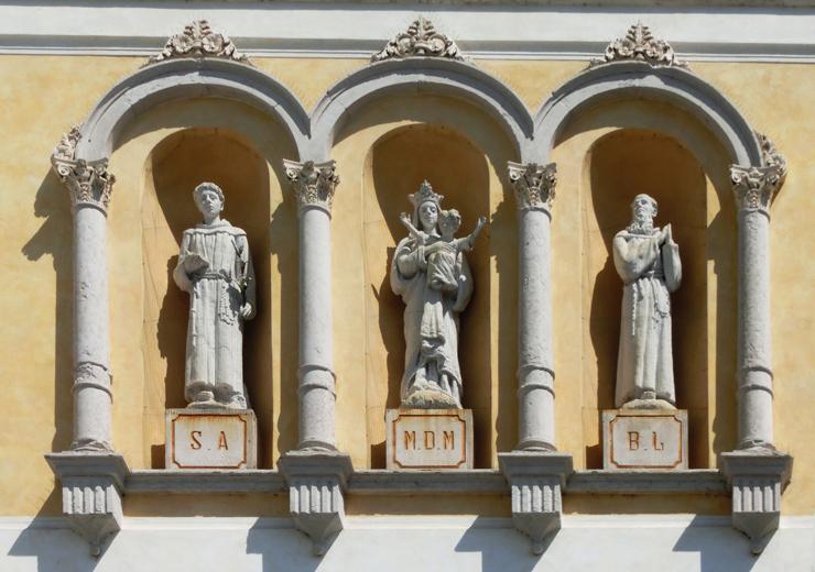 romano_dezz_-_chiesa_-_740_X_facciata_statue_-_CIMG6879