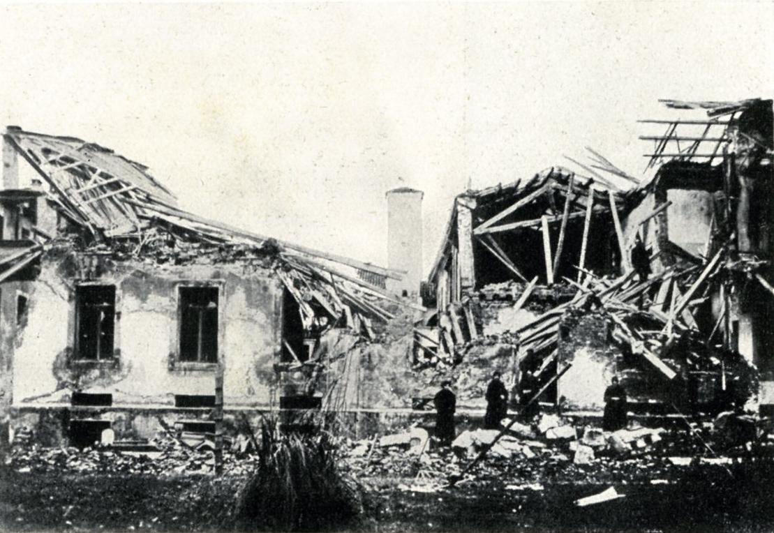 01_-_OSSARIO_FOTO_PP_7_-_18_e_22_-2-1918_-_bombe_austriache_sullospedale_civile_-_ed._Fauro_-088