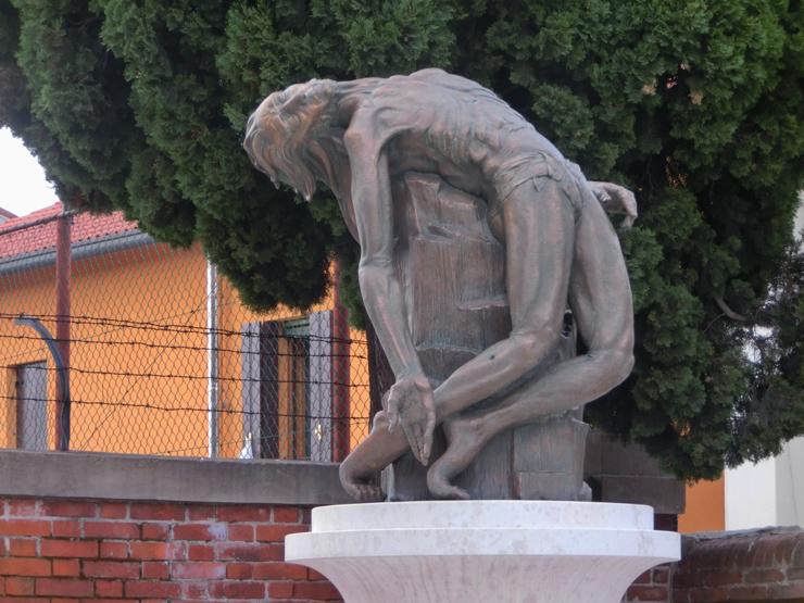 bassano_-_OK_-_740x_-_005_-_CORPO_MORTO_SULLA_COLONNA_-_monumento_invalidi_e_mutilati_-_CIMG6912