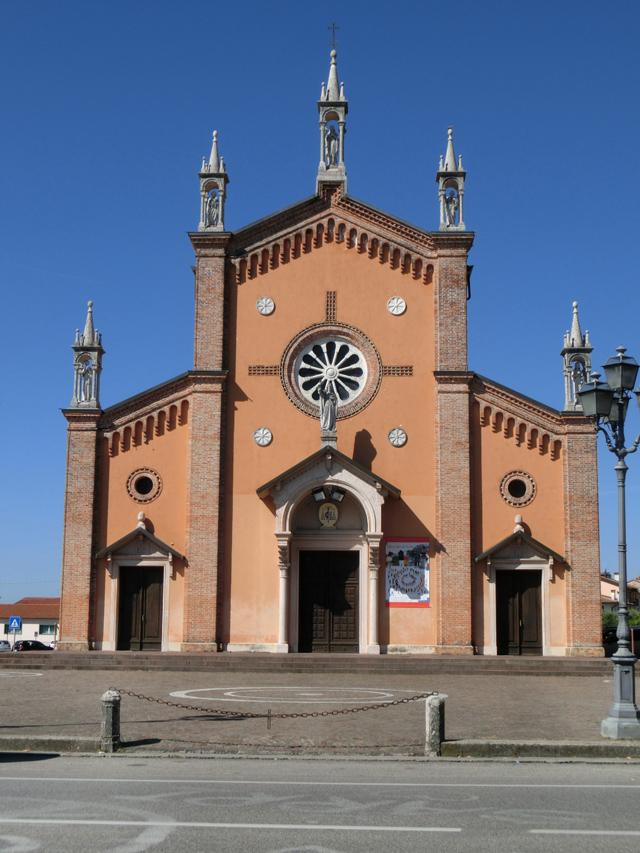 FELLETTE_-_ESTERNO_-_CHIESA_-_la_chiesa_da_sola_-_640X853_-_CIMG7402
