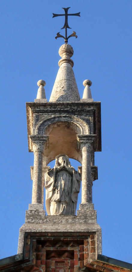 FELLETTE_-_FACCIATA_-_3_statua_centrale_della_madonna_-_440X908_-_-CIMG8122