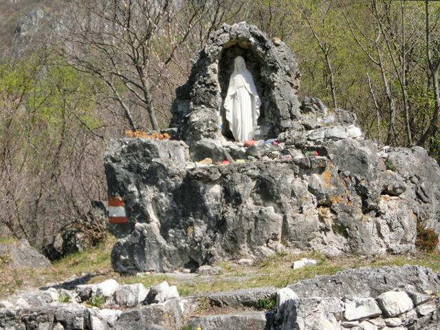 013_-_640x_-_eremo_di_san_giorgio_-_grotta_della_madonna_di_lourdes_-_CIMG3838
