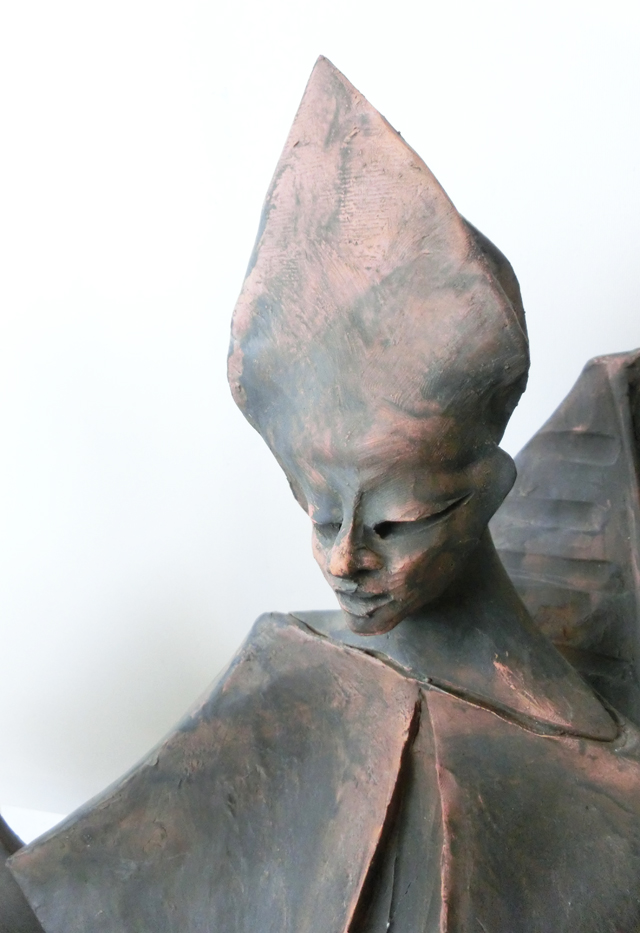 1965_-_cardinale_centrale_seduto_e_dritto_-_00aa_-_640x_-_terracotta_bronzata_-_55x40x33_-_CIMG8931