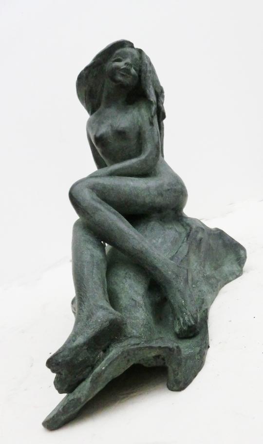 1990_-_nudo_seduta_sulla_roccia__-_0AA_-_540X_-_bronzo_-_20x18x12_-_intero_-_CIMG8776