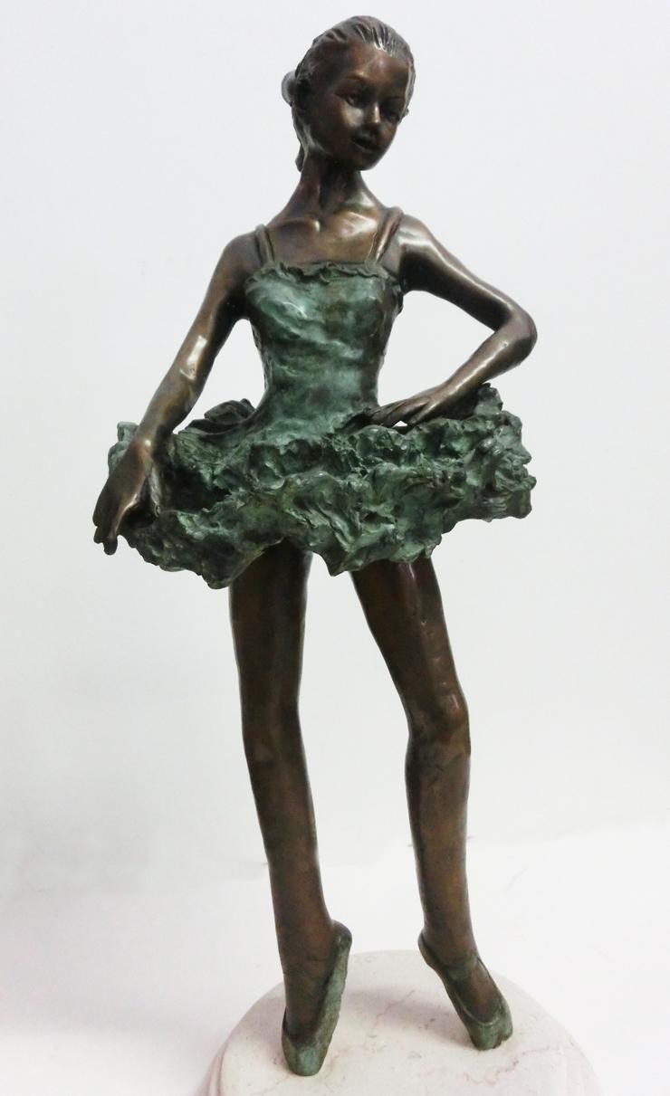 1997_-_Ballerina_Margot_Fontaine_-_A_-_740X_-__cm_50x22x22_-_bronzo_-_CIMG8695