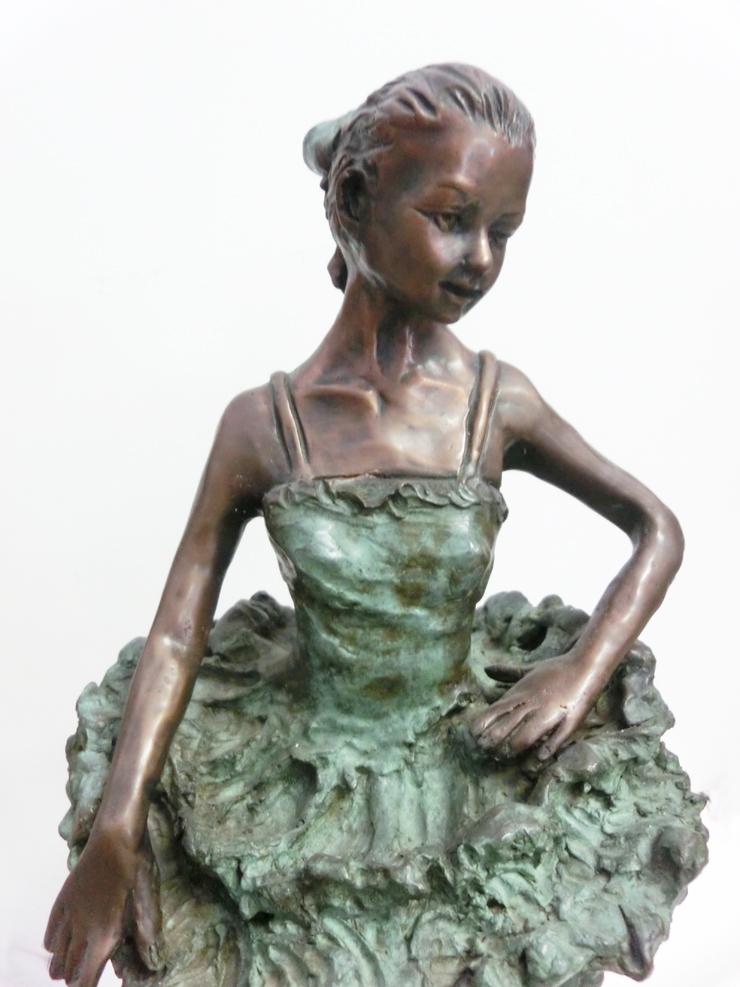 1997_-_Ballerina_Margot_Fontaine_-_B_-_740X_-__cm_50x22x22_-_bronzo_-_CIMG8696