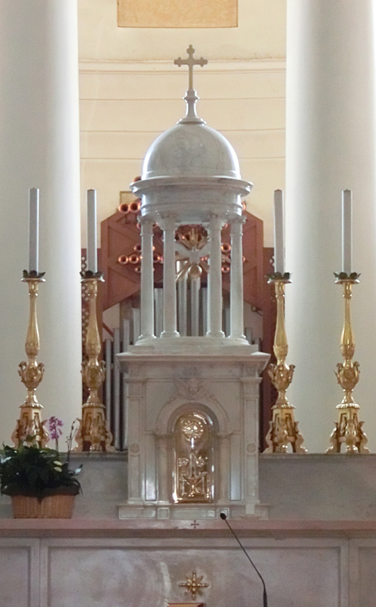 _TABERNACOLO_E_TEMPIETTO_-_chiesa_di_nove_-__-_internet_-_540x_-_presbiterio_-_CIMG0395