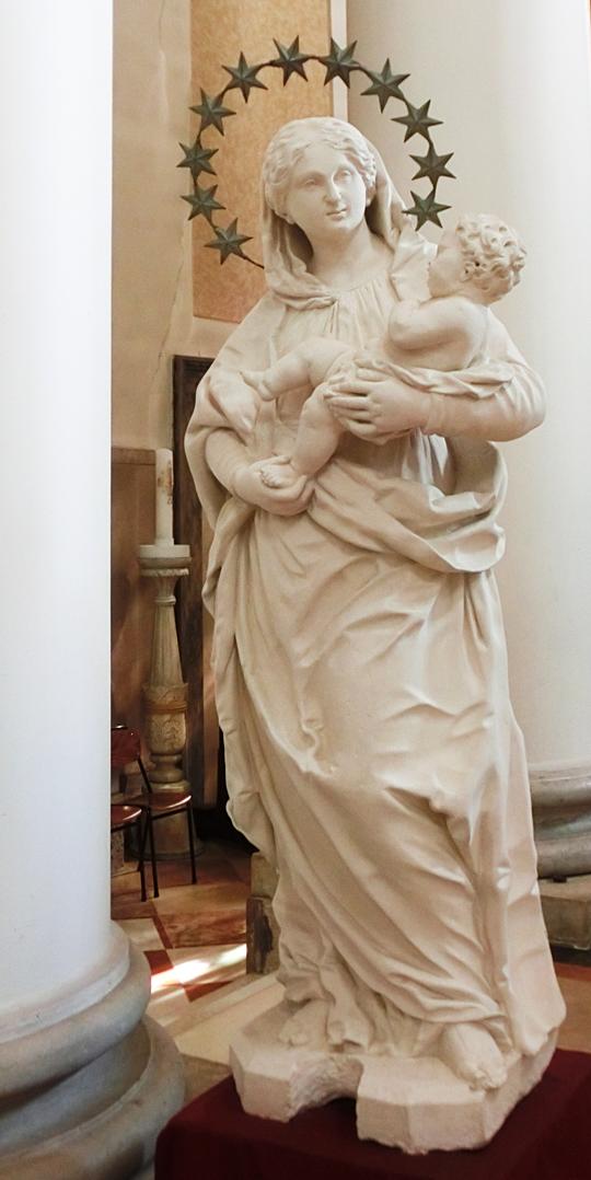chiesa_di_nove_-_interno_-_presbiterio_-_INTERNET_---_OK_-_540_---STATUA_DELLA_MADONNA_-_statua_della_madonna_-_nel_presbiterio_-_CIMG4619