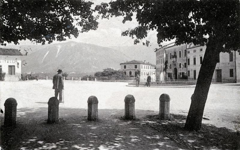 ---_1914_-_D_2008_-_ok_-_800_-_PIAZZA_BELVEDERE_-_zona_caffe_italia_-_1914_-__MARZO_2008