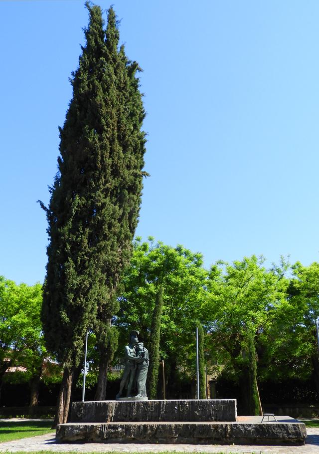 nove_-_monumento_ai_caduti_-_640x_-_intero_-_DSCN0667