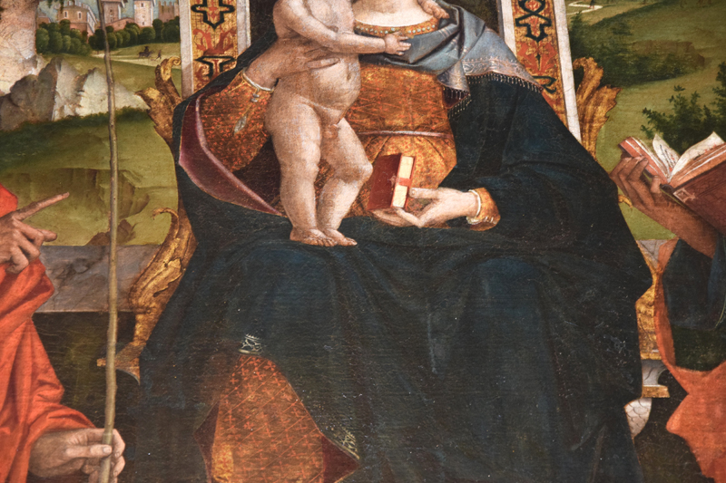 DSC_0003_-_pala_cartigliano_-_800_L_---__dettaglio_del_trono_-_dellano_con_il_libro_e_del_panneggio_delle_vesti_-_