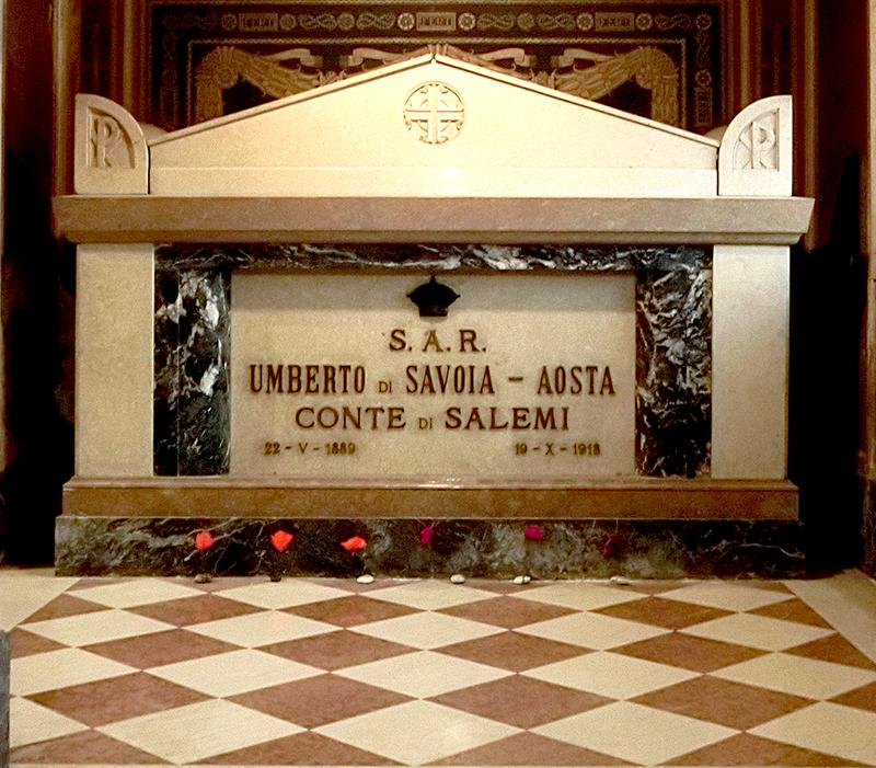 bassano 800x sarcofago principe ossario tomab di umberto di savoia CIMG7106 copia